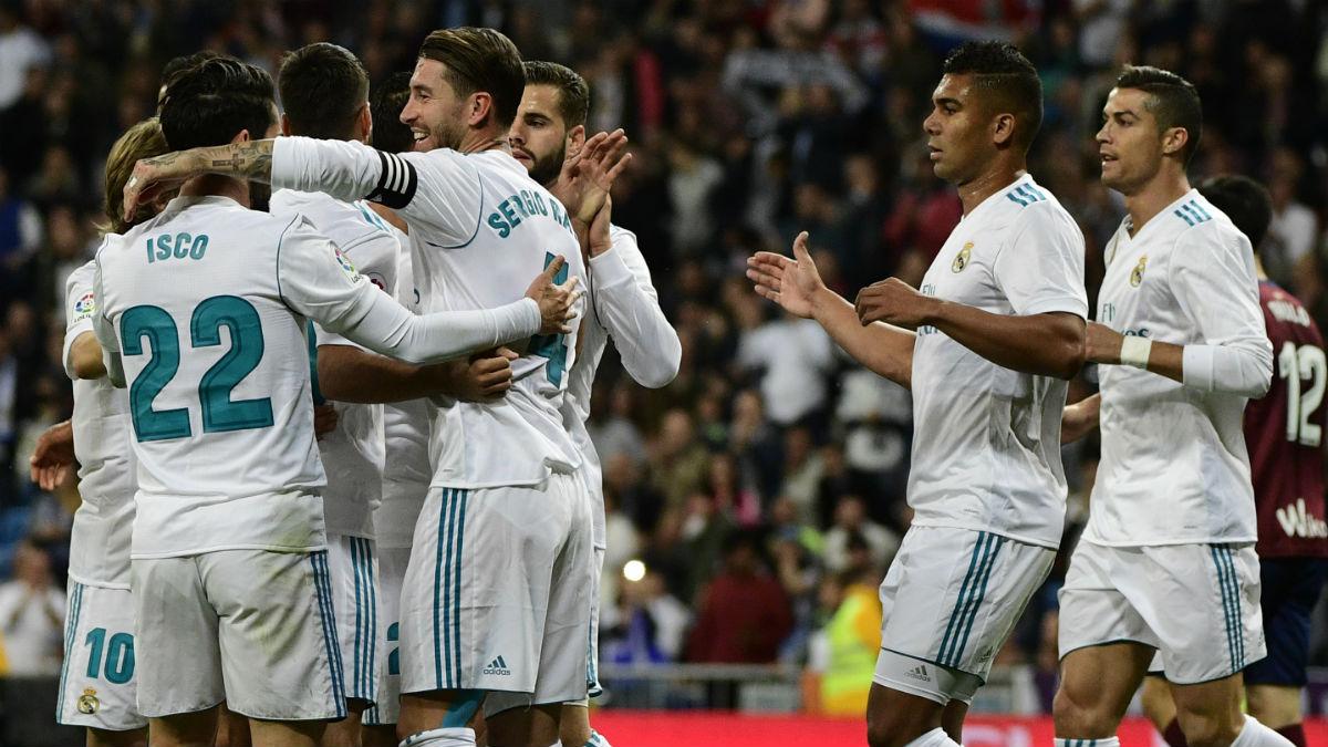 Los jugadores del Real Madrid celebra un gol al Eibar. (AFP)