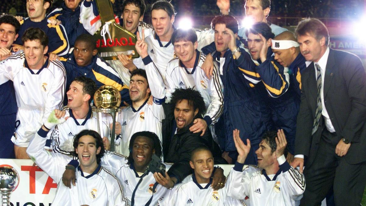 El Real Madrid celebra la Copa Intercontinental de 1998. (AFP)