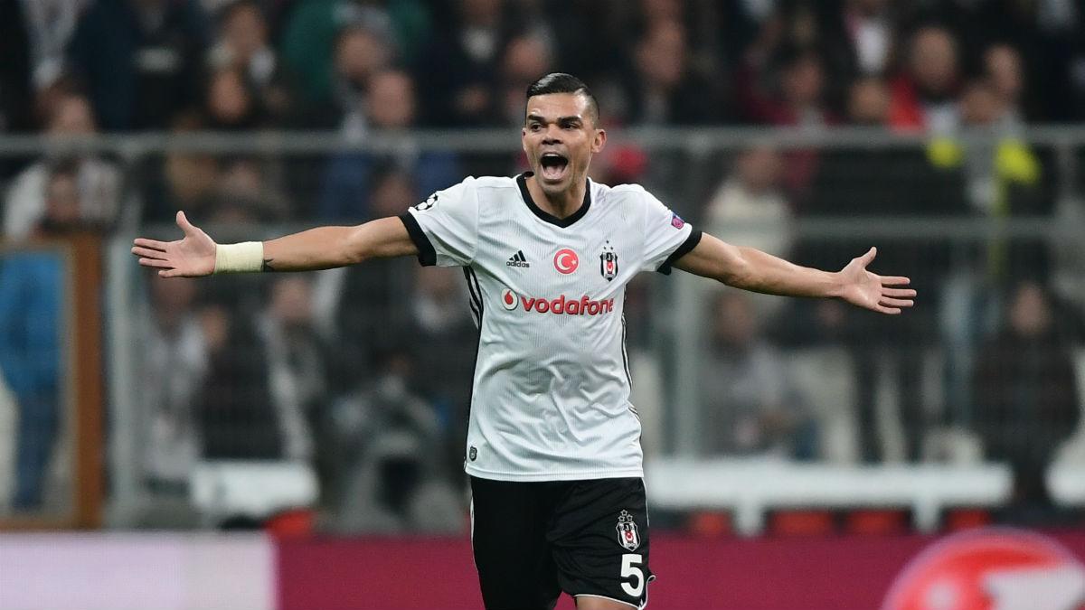 Pepe celebra un gol con el Besiktas. (AFP)