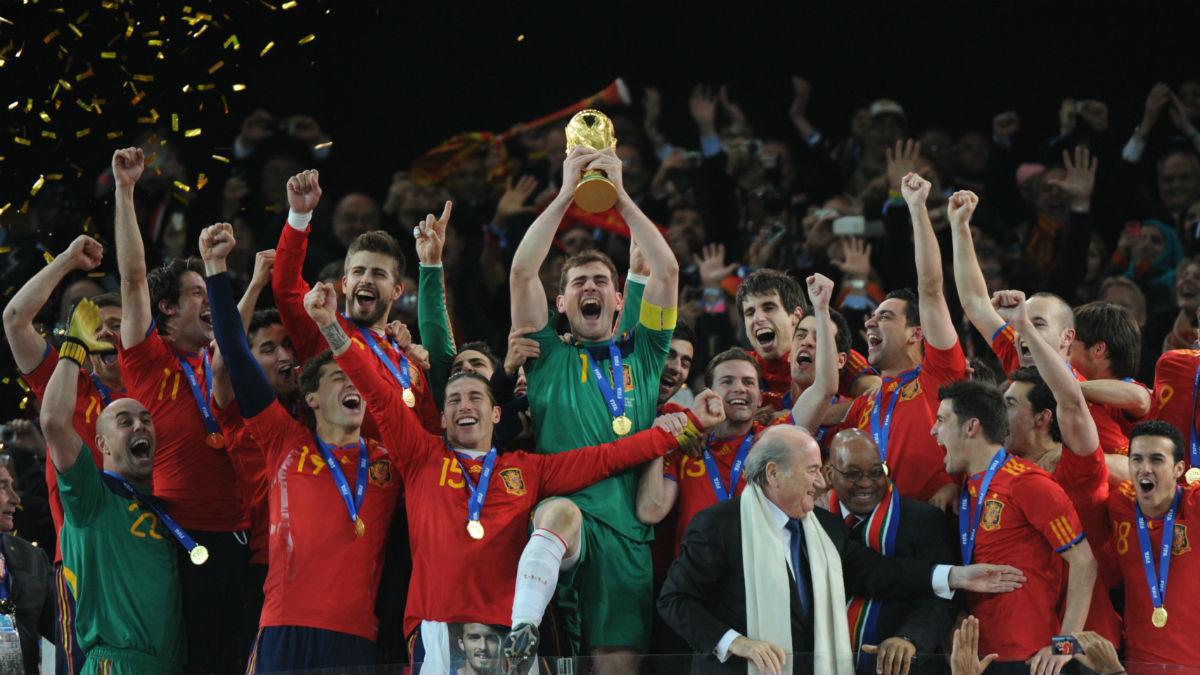 Casillas, levantando el título mundial en Sudáfrica (AFP).