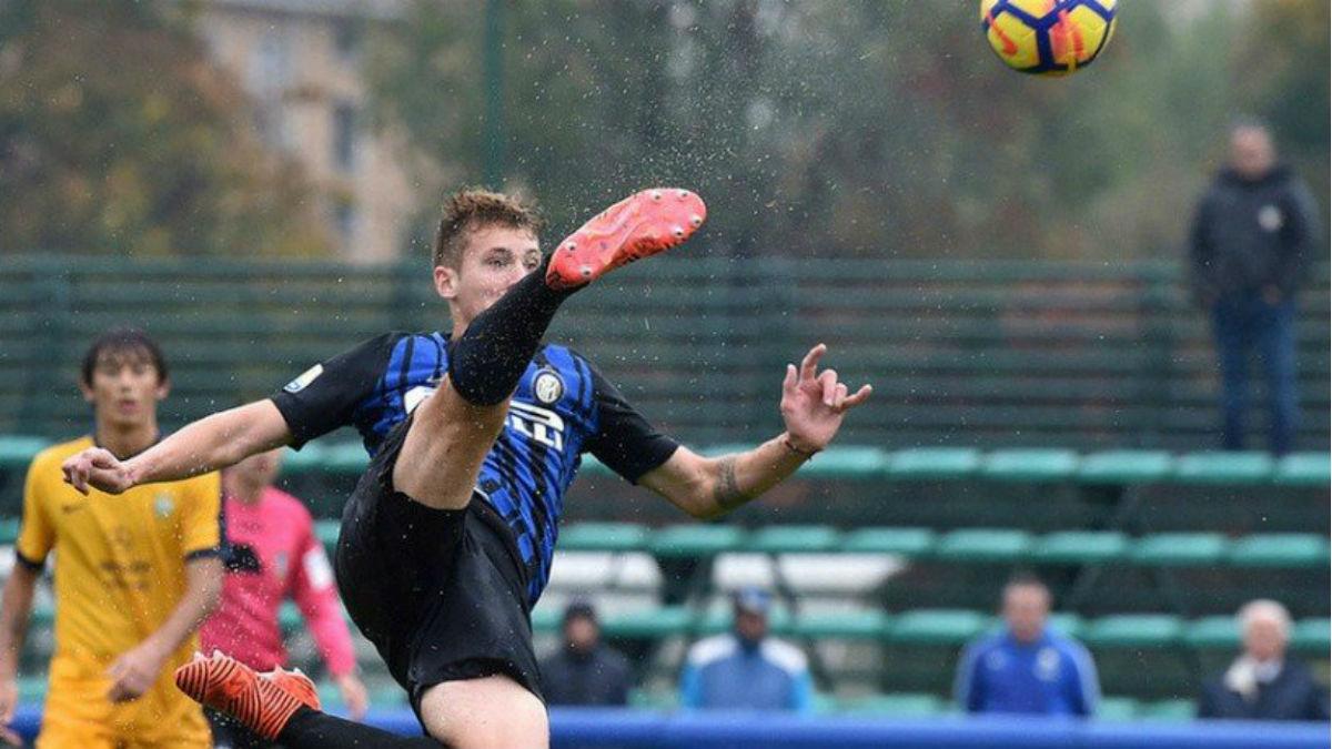 Facundo Colidio en el momento de marcar su golazo. (Inter.it)