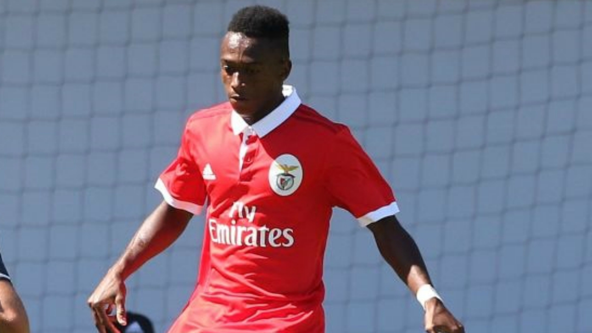Umaro Embalo, durante un partido con el Benfica de juveniles. (SL Benfica)