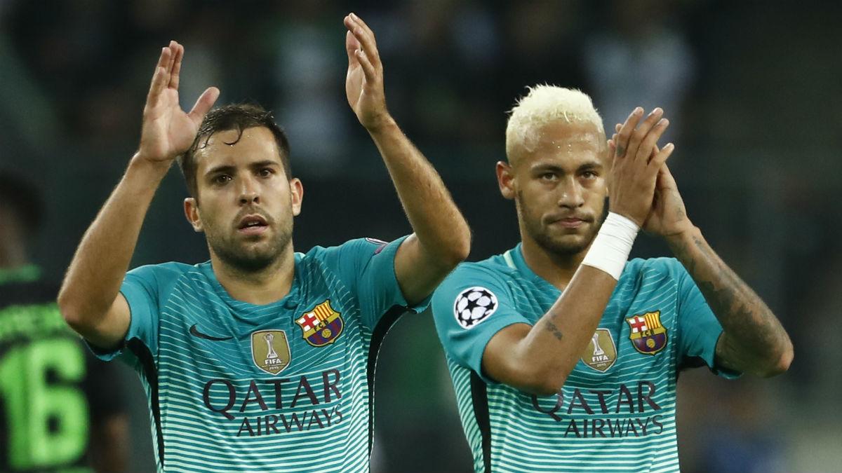 Jordi Alba y Neymar, tras un partido del Barcelona. (AFP)