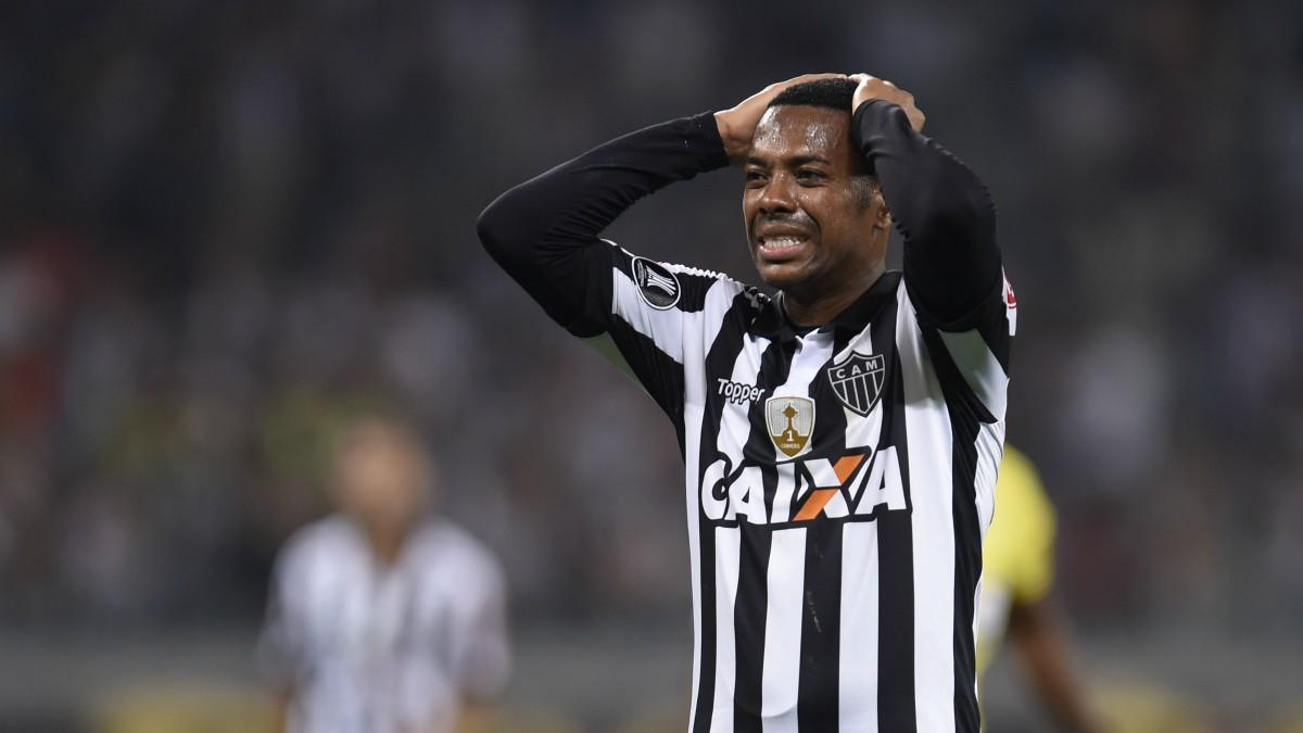 Robinho, en un partido con Atlético Mineiro. (AFP)
