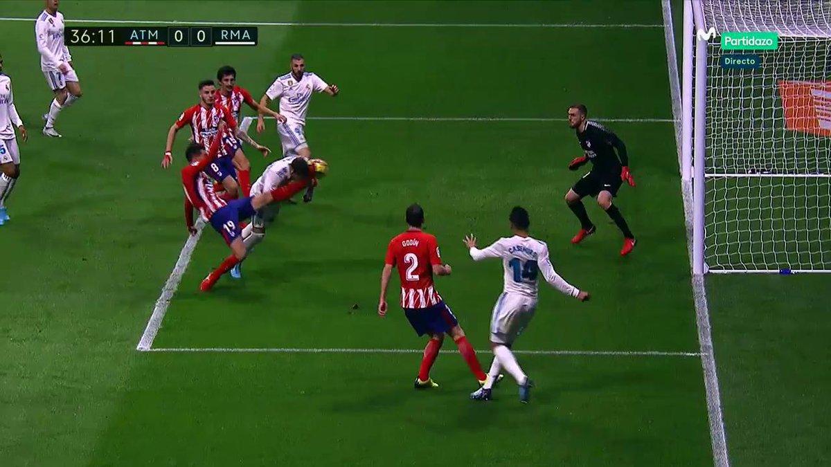 MINUTO 35: Lucas Hernández golpea con la bota la cara de Sergio Ramos. Penalti que Borbalán no pita.