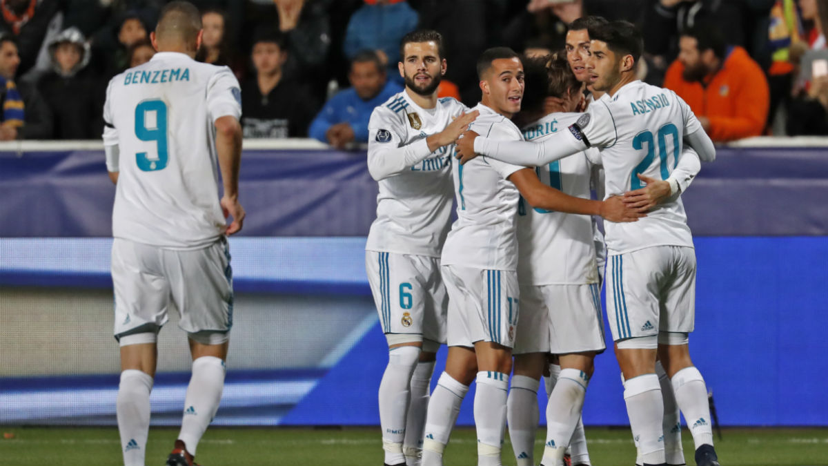 Los jugadores del Real Madrid celebran un gol ante el APOEL. (AFP)