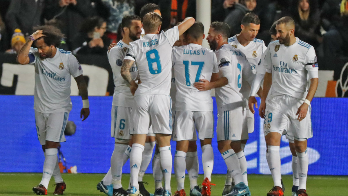 Los jugadores del Real Madrid celebran el gol de Modric ante el APOEL. (AFP)