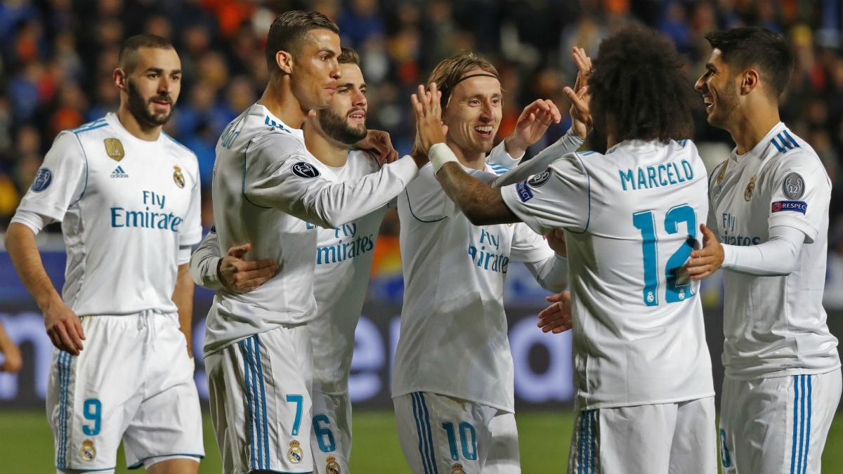 Los jugadores del Real Madrid celebran uno de los goles ante el APOEL en Nicosia. (AFP)