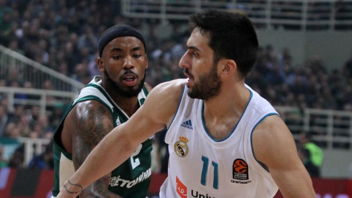 Facundo Campazzo, defendido por un jugador de Panathinaikos. (Getty Images)