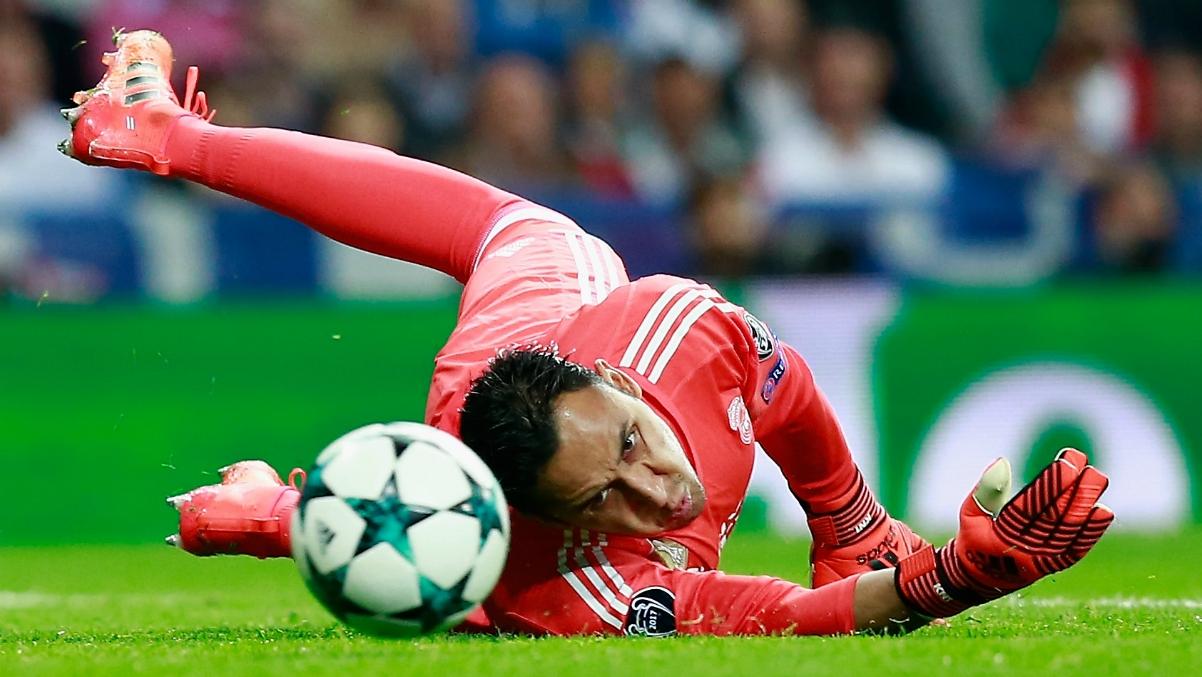 Keylor Navas recibe un gol ante el Tottenham. (Getty Images)