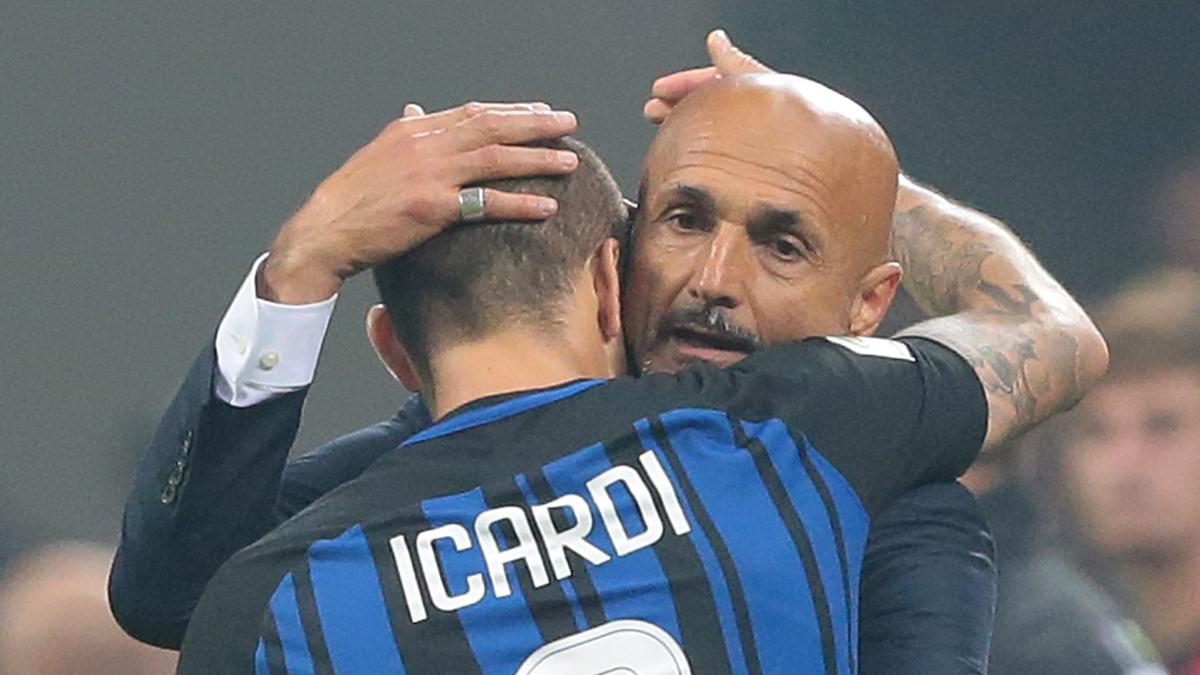 Icardi y Spalletti se abrazan tras un gol del argentino (Getty).