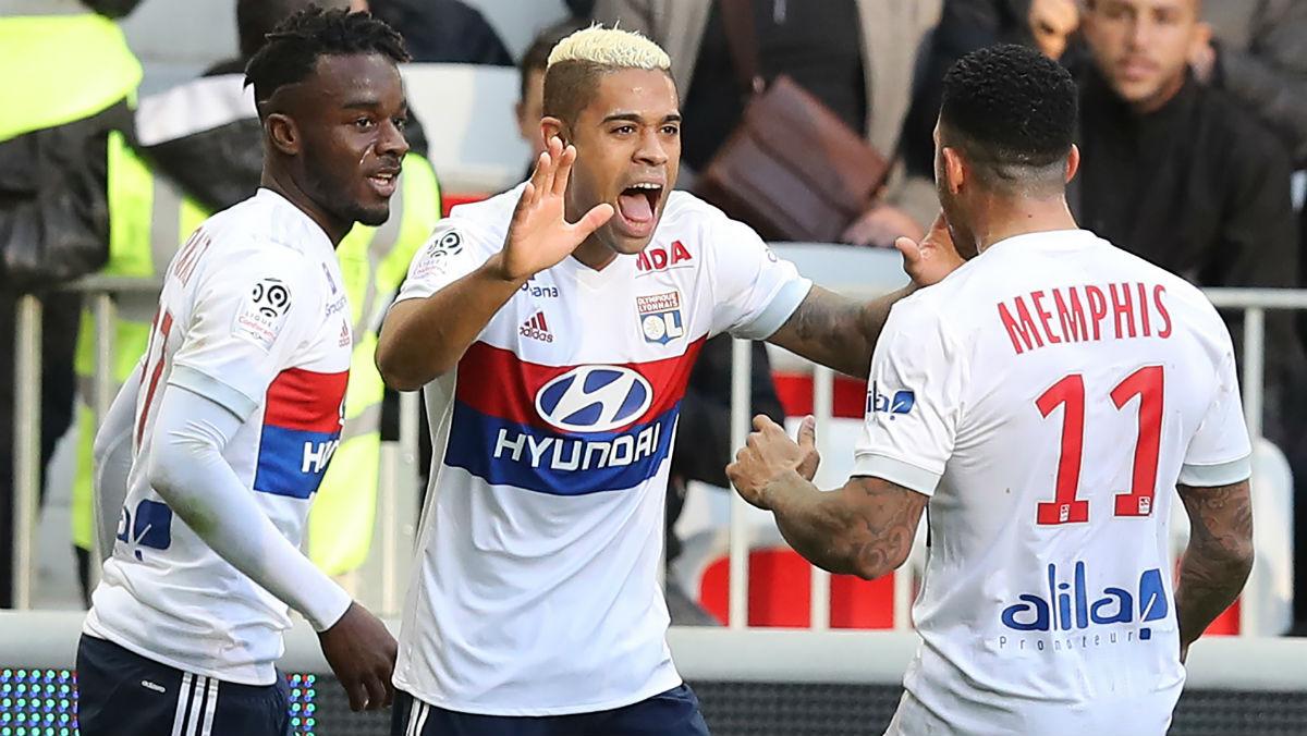 Mariano celebra un gol con el Lyon. (AFP)