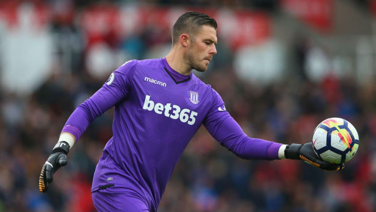 Jack Butland, portero del Stoke City, candidato a ocupar la meta del Chelsea si sale Courtois (Getty).