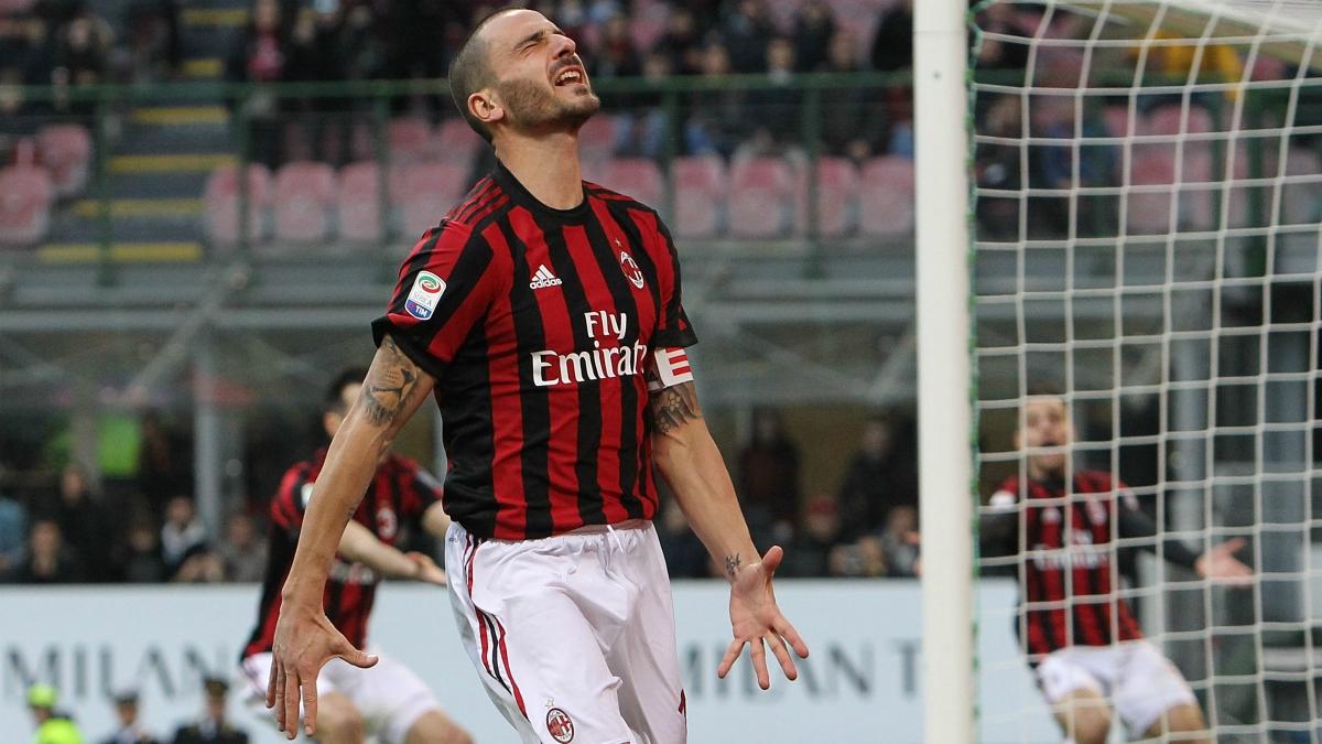 Bonucci se lamenta en el último partido del Milan que condenó a Montella. (Getty Images)