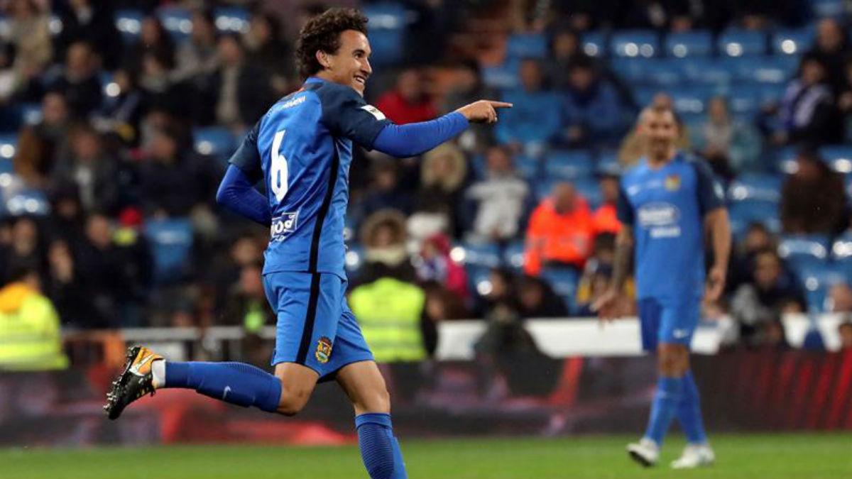 Luis Milla celebra el primer gol del Fuenlabrada ante el Real Madrid (EFE).