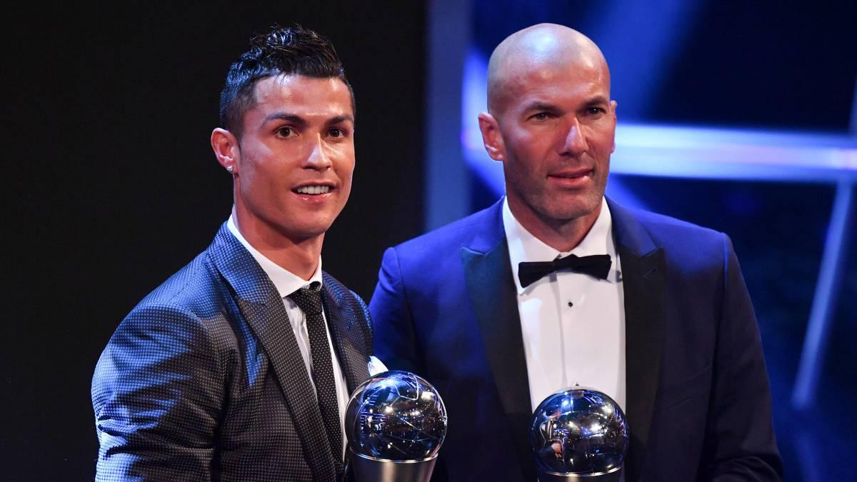 Cristiano Ronaldo y Zidane, en la gala de los Globe Soccer Awards 2016. (AFP)