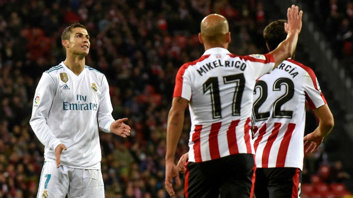 Cristiano Ronaldo se lamenta. (EFE)