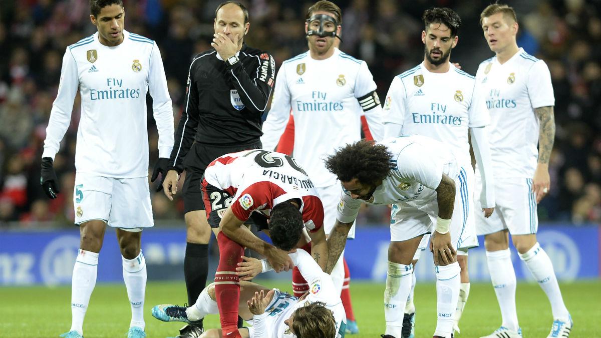 Mateu Lahoz castigó al Madrid en San Mamés. (AFP)