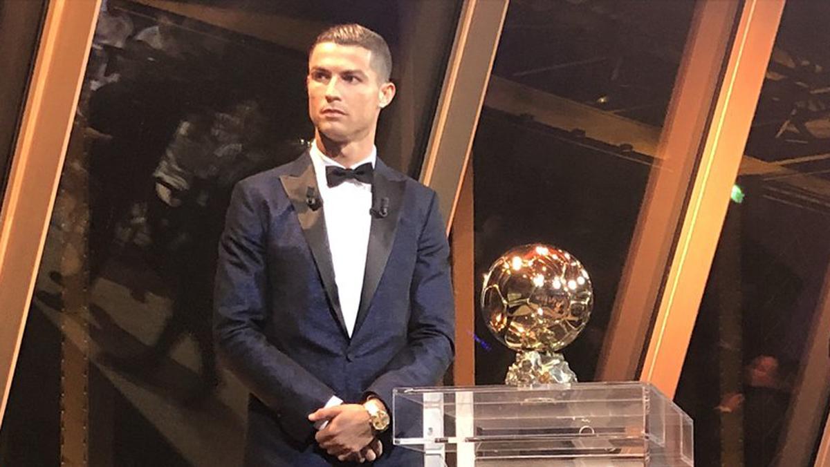 Cristiano, tras recibir su quinto Balón de Oro.