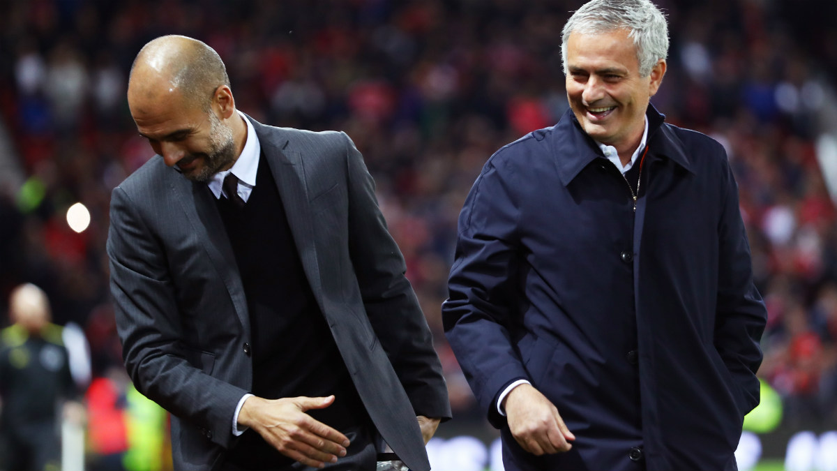 Guardiola y Mourinho durante un derbi. (Getty)