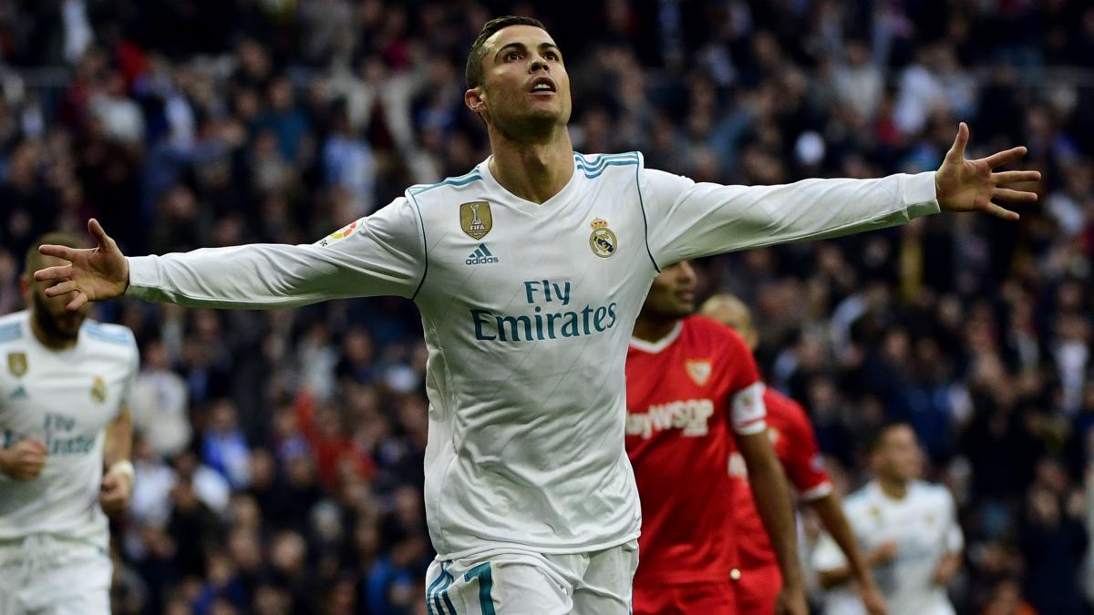 Cristiano celebra uno de sus dos goles al Sevilla. (AFP)