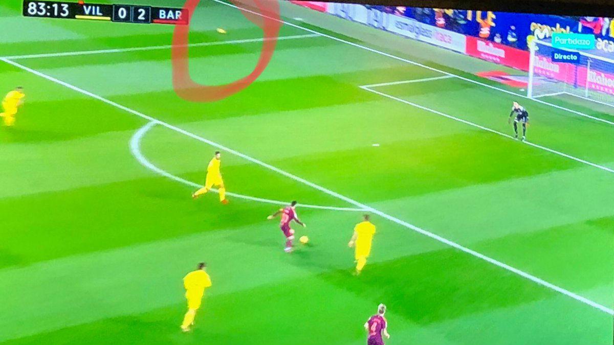 Hay dos balones en el campo en el segundo gol del Barça.