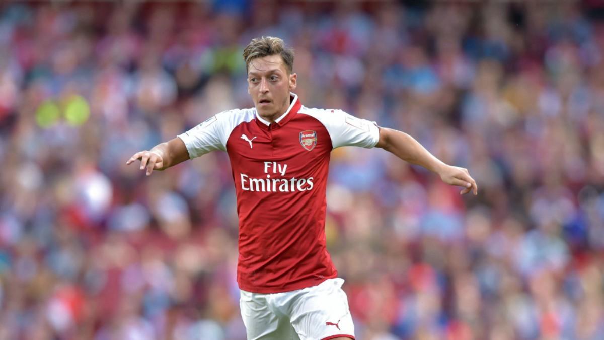 Ozil, en un partido con el Arsenal. (AFP)