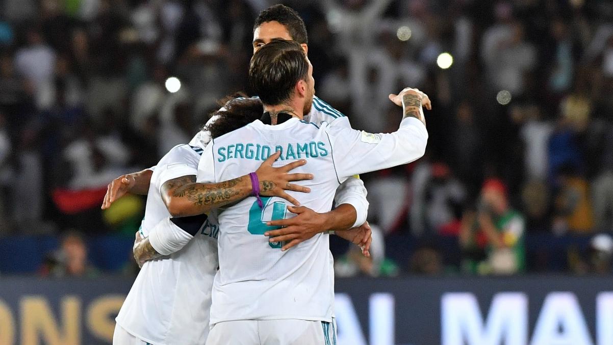 Sergio Ramos, Marcelo y Varane celebran el Mundial de Clubes tras el pitido final. (AFP)