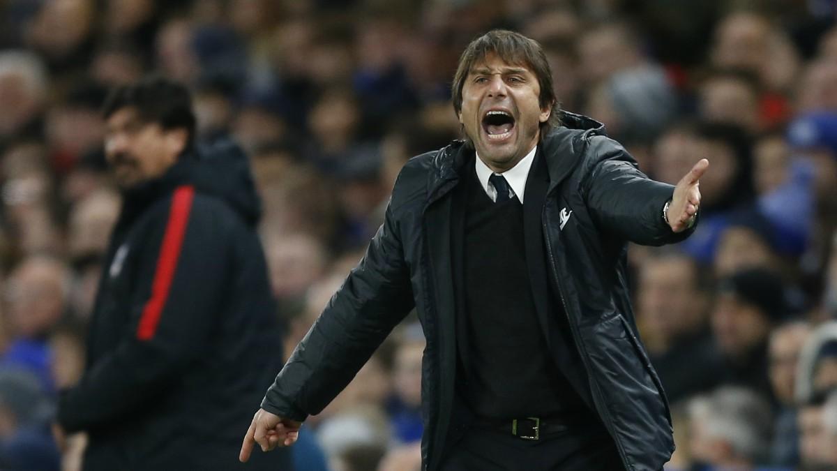 Antonio Conte da instrucciones en un partido del Chelsea. (AFP)