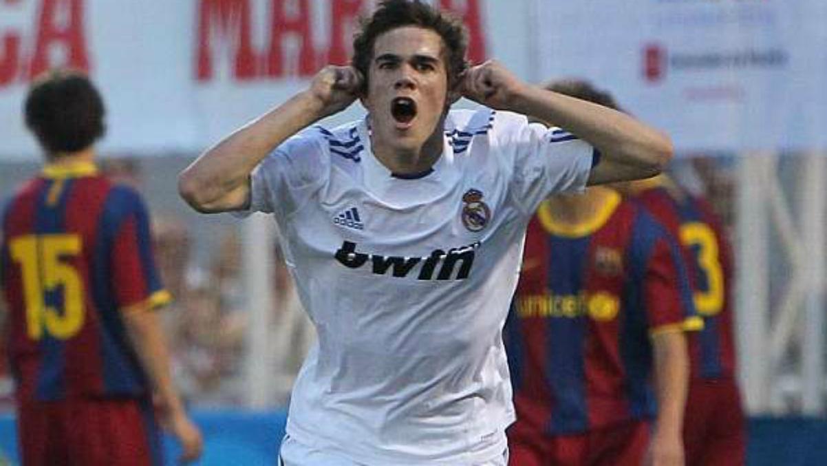 José Ángel Pozo celebra un gol con el Real Madrid ante el Barcelona. (Martí Perarnau)