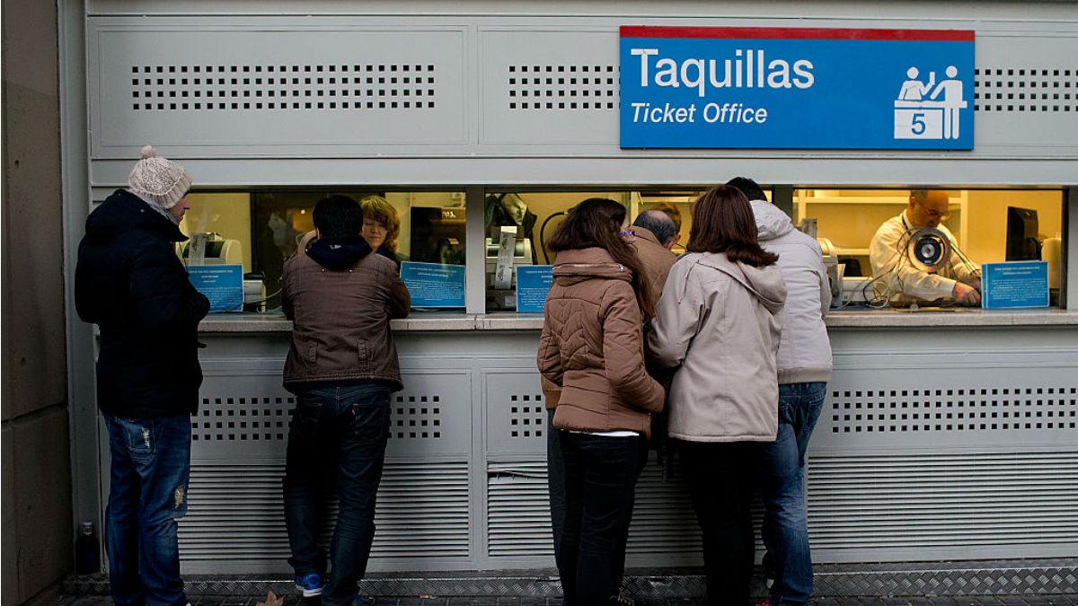 Las taquillas del Santiago Bernabéu ya han colgado el cartel de 'no hay billetes' para el Clásico (Getty).