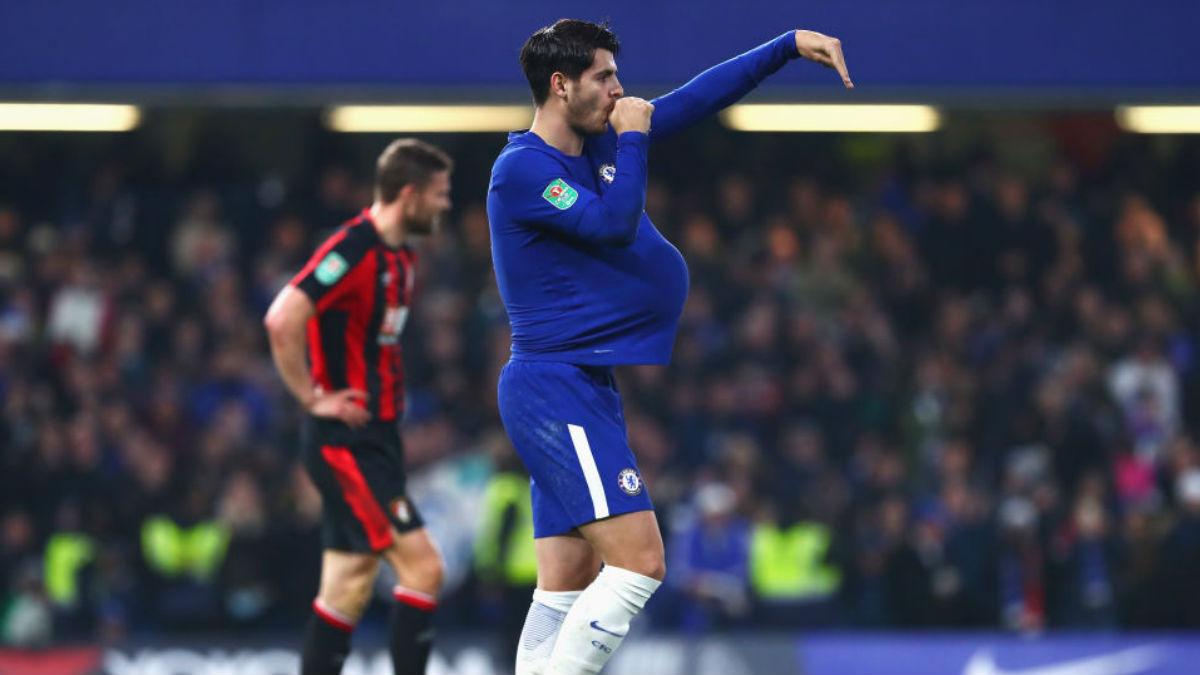 Morata, tras marcar al Bournemouth, celebra el tanto con dedicatoria especial a su mujer Alice, embarazada (Getty).