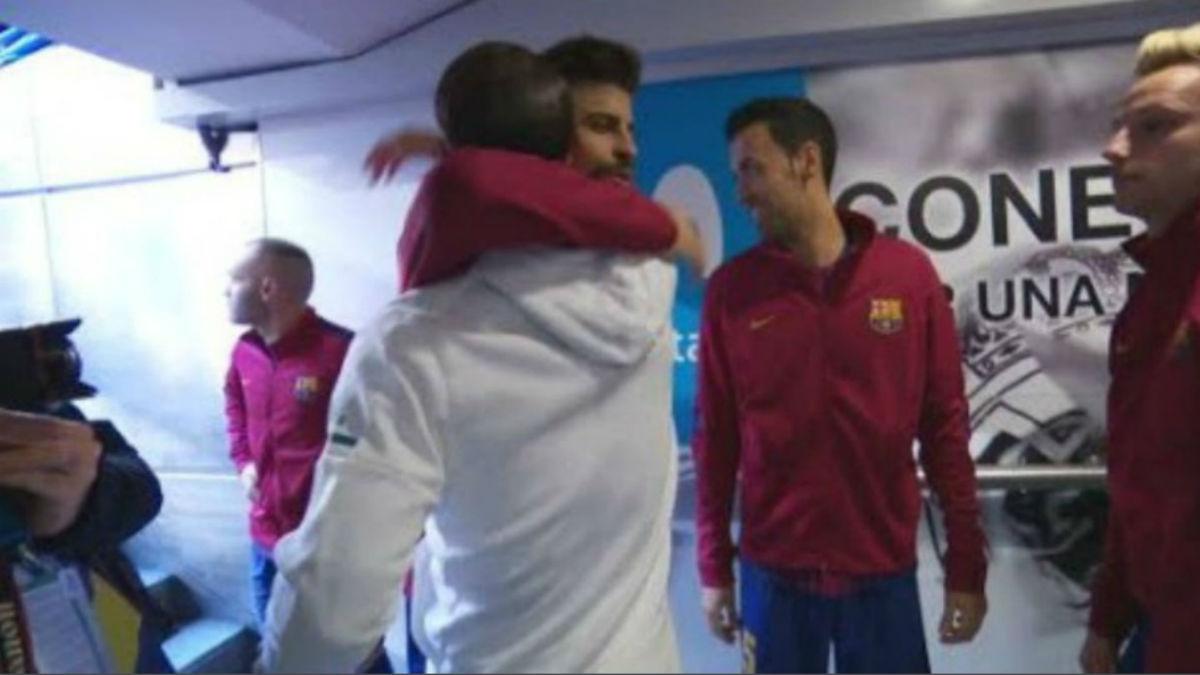 Piqué y Sergio Ramos se saludaron antes del partido, como mostraron las cámaras (Twitter).