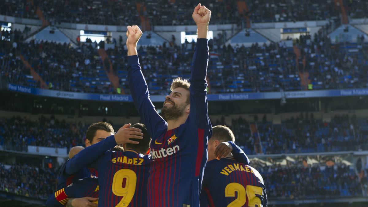 Gerard Piqué celebra un gol dirigiéndose a la grada del Bernabéu.