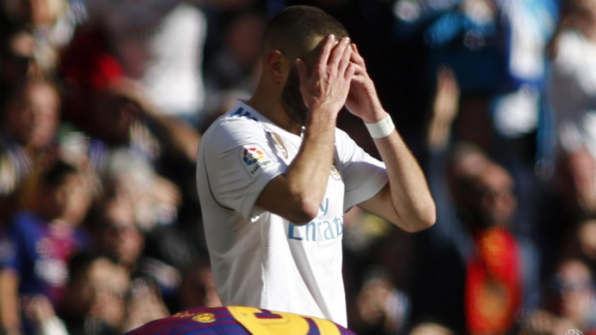 Benzema fue despedido con una pitada histórica. (AFP)