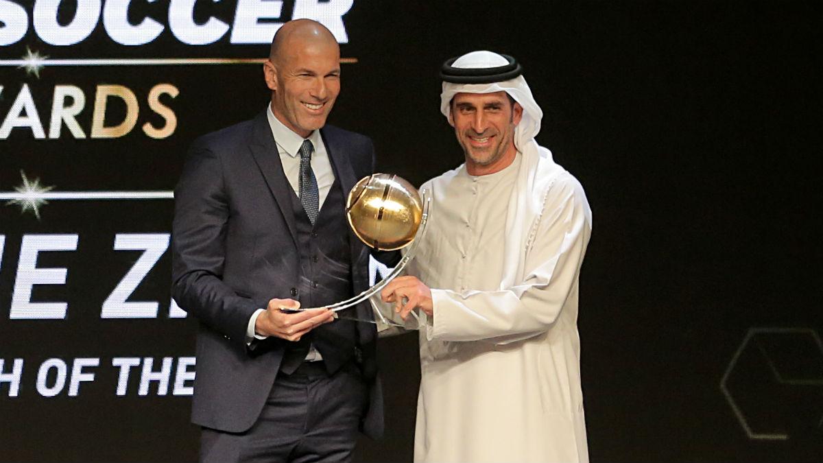 Zidane fue premiado como mejor entrenador. (AFP)