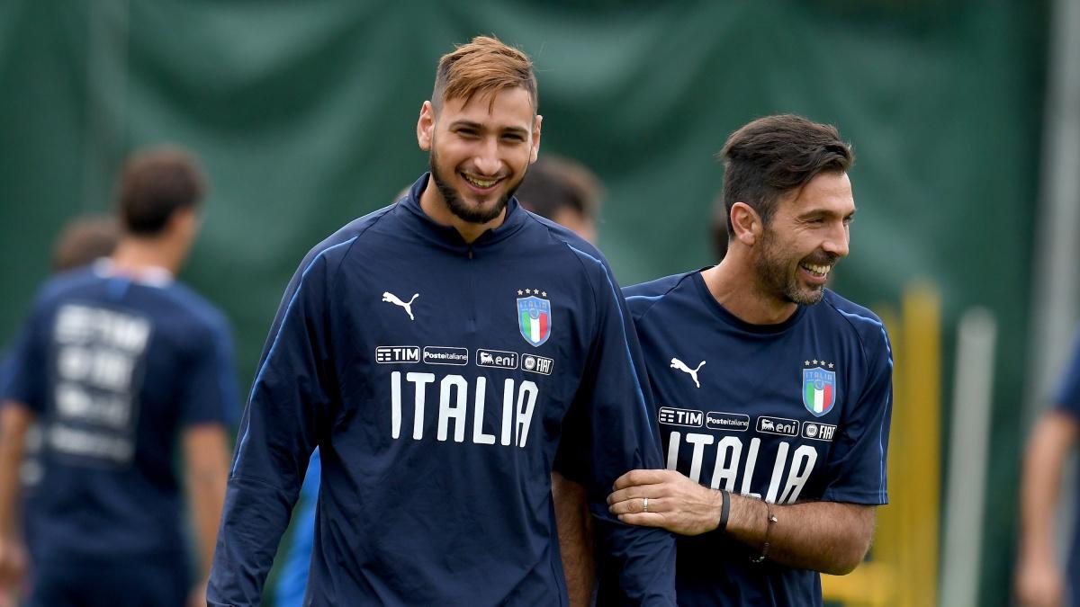 Buffon y Donnarumma, durante un entrenamiento con la selección italiana (Getty)