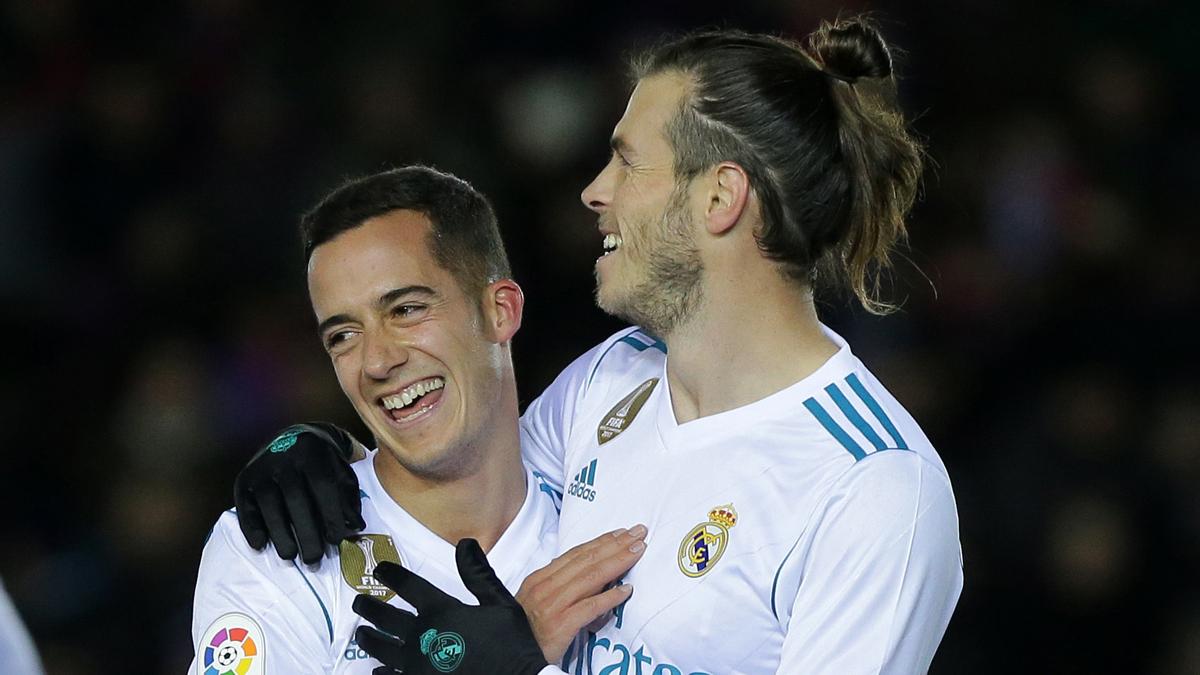 Bale y Lucas Vázquez celebran el gol del galés ante el Numancia (AFP).