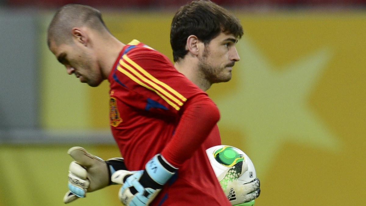 Iker Casillas y Víctor Valdés, en un entrenamiento con la selección. (Getty)