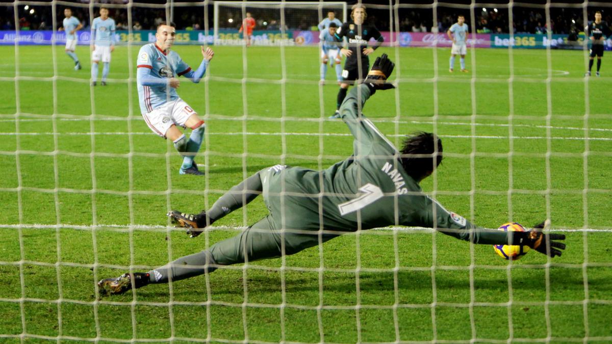 Keylor Navas enmendó su error parando un penalti a Aspas. (EFE)