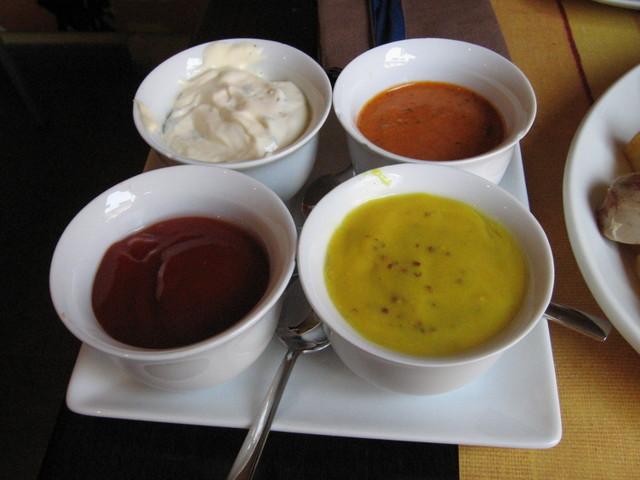 Las mejores salsas para acompañar platos de carne