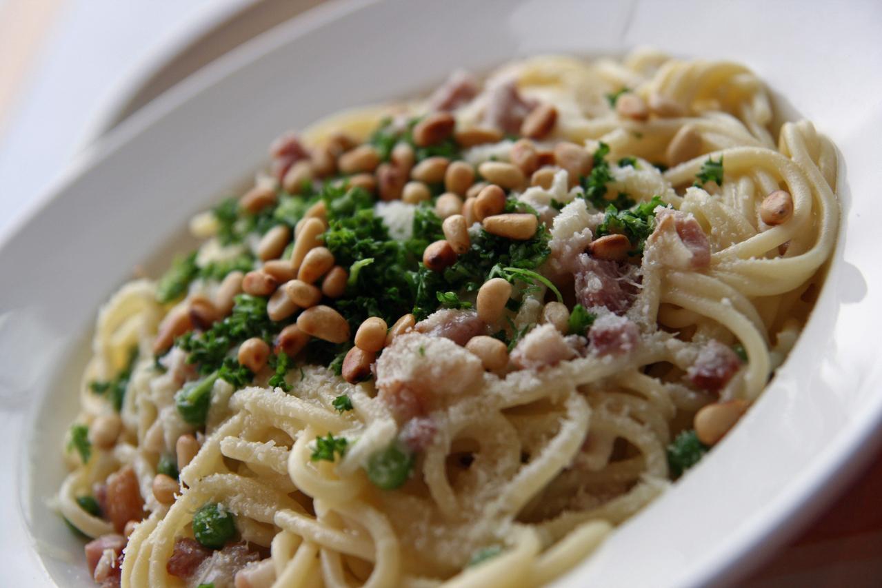 Pasta-con-espinacas-anchoas-y-piñones1