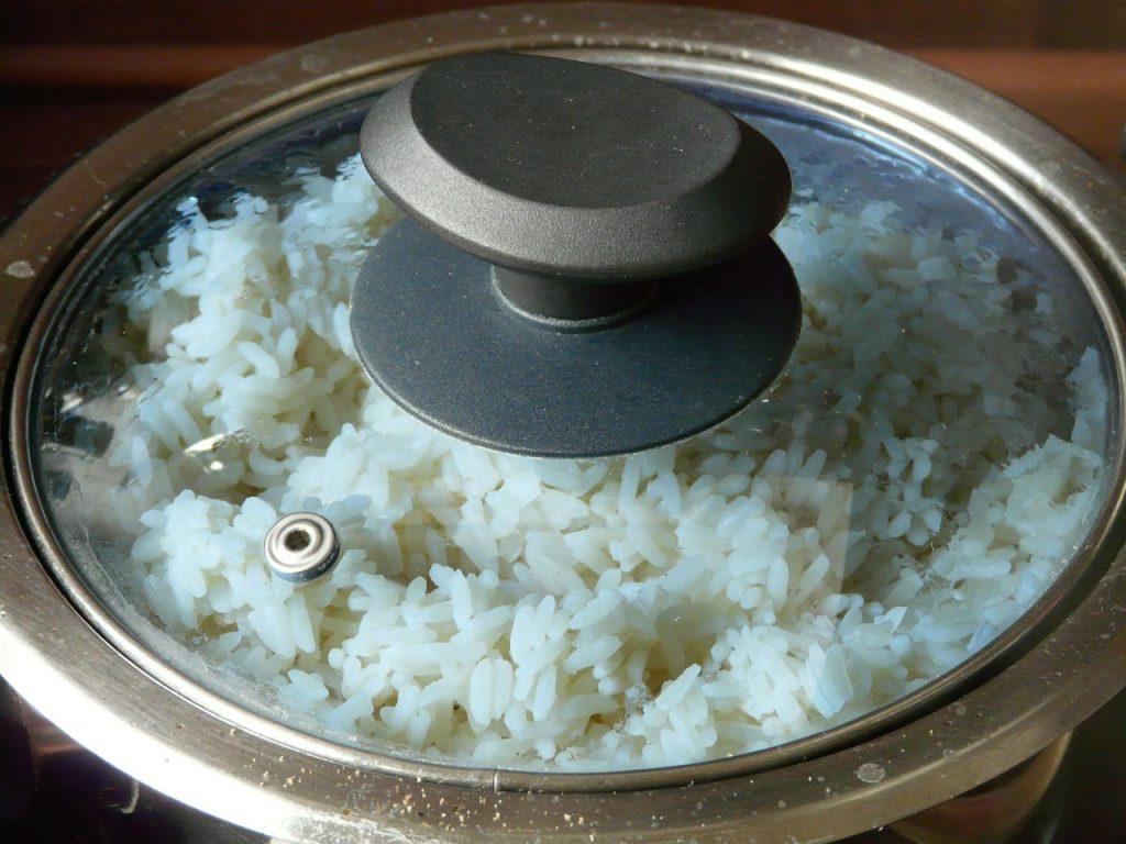 Cocinar arroz de forma tradicional podría no ser saludable