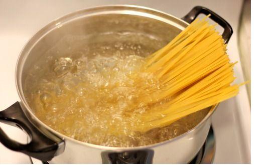 Espaguetis con salmón ahumado