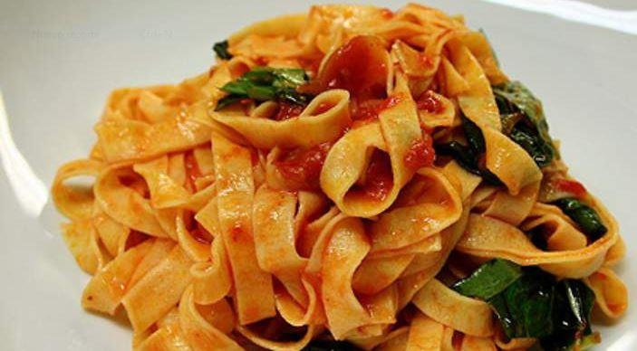 Fetuccini con salsa napolitana