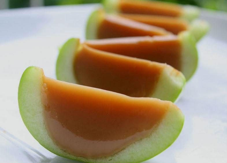 Manzanas de caramelo y gelatina sin azúcar añadido