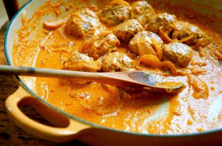 Albóndigas De Cordero Con Salsa De Yogur Y Azafrán