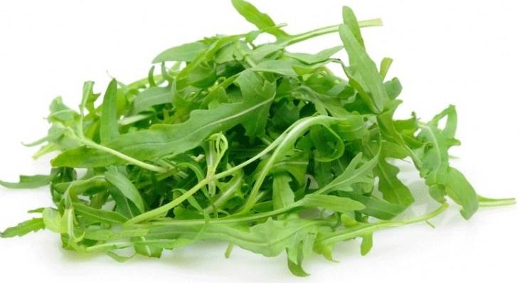 Sándwich vegetal de aguacate, rúcula y nueces