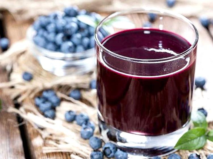 El zumo de arándanos mejora la función cerebral en personas mayores