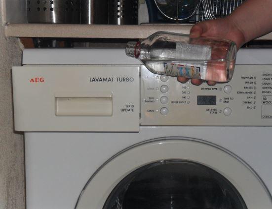 El truco más fácil y rápido para limpiar el microondas